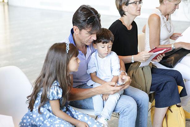 L'UE propone dieci giorni di congedo di paternità