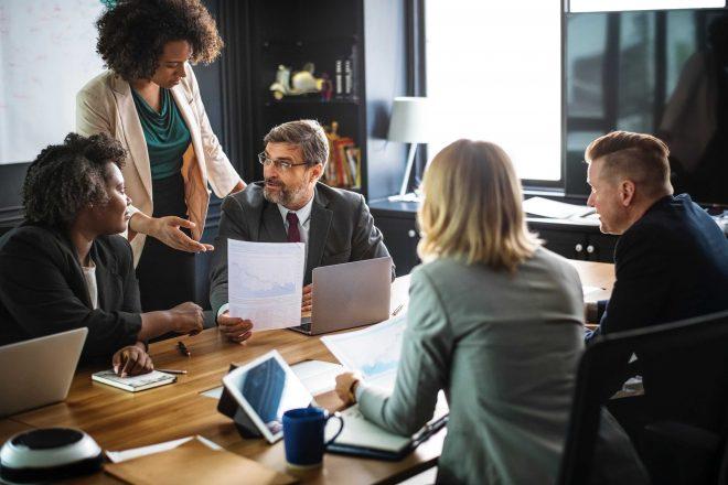Consob: crescono le donne nei CdA, ma le Amministratrici Delegate sono appena il 2%