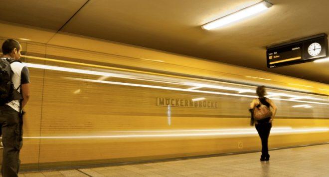 «Mind the Pay Gap»: Berlino abbassa i prezzi della metro per le donne