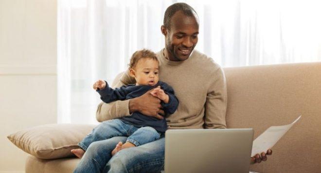 Perché fare il papà aiuta a colmare il gender gap